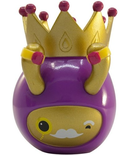 King Droplet figure by Gavin Strange, produced by Crazylabel. Front view.