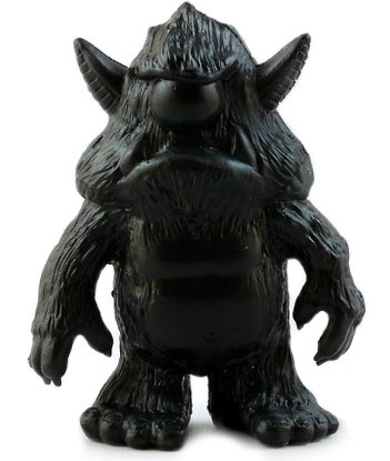 Stroll - Black figure by John Spanky Stokes, produced by October Toys. Front view.